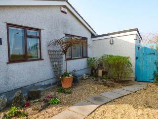 JENNY WREN, single-storey, own garden, king-size bed, close shop, pub, beach, walks, in Tywardreath Ref 22479 - Cornwall vacation rentals