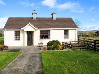 MIDDLEQUARTER, pet-friendly, woodburning stove, enclosed garden, ground floor accommodation, in Newcastle near Clonmel Ref. 2581 - Waterford vacation rentals
