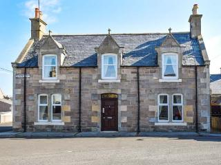 HOLLY HOOSE detached, open fire, WiFi, private patio, close to beach in Findochty, Ref 27992 - Huntly vacation rentals