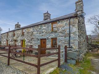 CWM YR AFON COTTAGE, pet-friendly, character cottage, with woodburner and WiFi in Llanbedr, Ref 4166 - Llanbedrog vacation rentals
