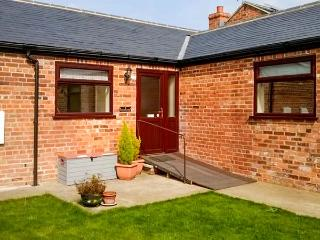 2 PINES FARM COTTAGES, family friendly, country holiday cottage, with a garden in Tadcaster, Ref 4457 - Whitby vacation rentals