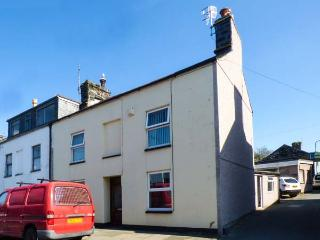 AMANDA, three storey, end-terrace cottage, five bedrooms, close to shops and pubs, in Porthmadog, Ref 7141 - Porthmadog vacation rentals