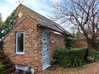 THE HOP BARN, pet friendly, character holiday cottage, with open fire in Cleobury Mortimer, Ref 747 - Cleobury Mortimer vacation rentals