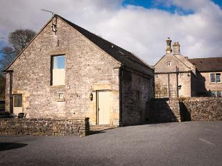 THORS BARN, part of the Chatsworth Estate, pet-friendly, woodburner in Wetton Ref 904711 - Wetton vacation rentals