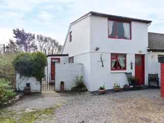 CLANMARA, coastal, woodburner, garden, off road parking, near Glenbeigh, Ref 906103 - Glenbeigh vacation rentals
