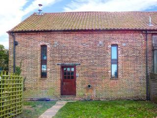 THRESHERS BARN, pet-friendly barn conversion with woodburner, garden, close Broads, coast and country, Aylsham Ref 917148 - Aylsham vacation rentals