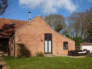 SHIRE HORSE BARN, pet-friendly barn conversion with woodburning stove, garden, WiFi, in Aylsham Ref 917192 - Blakeney vacation rentals