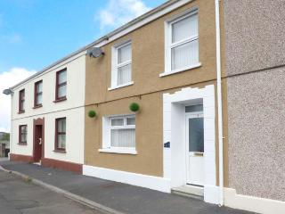 THE BEACH HOUSE, family-friendly cottage with WiFi, close to beach, in Llanelli, Ref 917535 - Llangynog vacation rentals