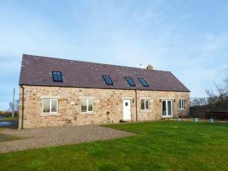 BARMOOR MILL BARN, large detached house, woodburner, WiFi, near Lowick, Ref 918319 - Saint Abbs vacation rentals