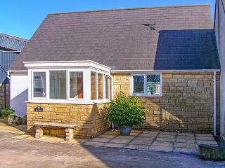 THE GRANARY, WiFi, detached, pet-friendly, enclosed garden, near Shepton Mallet, Ref. 920419 - Somerset vacation rentals
