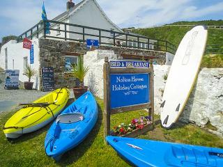NOLTON FARMHOUSE APARTMENT, first floor, parking, near beach, in Haverfordwest, Ref 923542 - Nolton vacation rentals