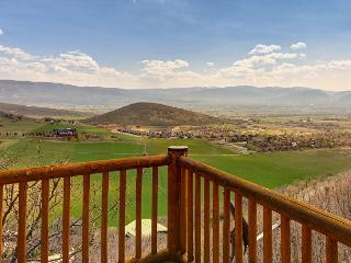 3BR Modern Cabin w/ Stunning Views, Minutes from Skiing, Restaurants, Golf - Midway vacation rentals