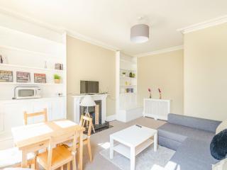 Cozy 2 bedrooms flat in Earls Court - London vacation rentals