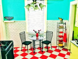 Lovers'/ Writer's/ Saints Fan's Paradise - New Orleans vacation rentals