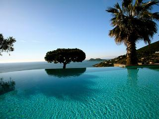 Ocean view with infinity edge pool. ACV FAB - Baudinard-sur-Verdon vacation rentals