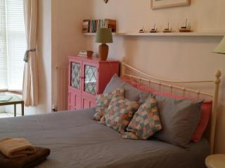 Charming 2 Bedroom apartment by the beach - Saint Ives vacation rentals