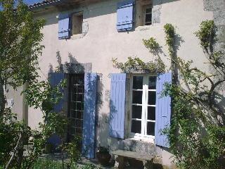Chez Brown - Saint Thomas de Conac vacation rentals