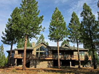 #1365 STAR TOP Stunning home in Gold Mountain with unparaled views! $360.00 - $395.00 BASED ON 4 PERSON OCCUPANCY AND NUMBER OF  - Graeagle vacation rentals