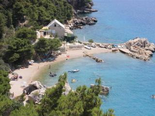 Beachfront apartment, traditional house with pool - Split vacation rentals
