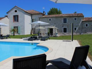 CHAMBRES D'HOTES AUX VENTS D ANGES - Cahuzac-sur-Vere vacation rentals