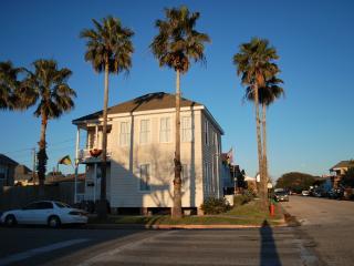 Steps to Beach! 2b/1b Wifi/Bikes/Remodeled - Galveston vacation rentals