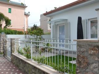 Minivilletta indipendente - Marina di Carrara vacation rentals