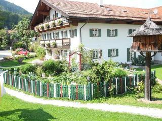 LLAG Luxury Vacation Apartment in Bad Feilnbach - 592 sqft, rustic, quiet, comfortable (# 4078) - Bad Feilnbach vacation rentals