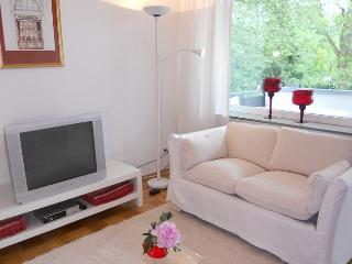 Vacation Apartment in Bonn - 592 sqft, quiet, sunny, central (# 8082) - North Rhine-Westphalia vacation rentals