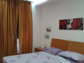 Centralissimo a due passi dagli imbarchi Eolie/Bus - Milazzo vacation rentals