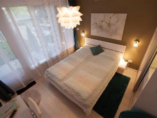 Feels like home room, 4*, free parking, center - Zagreb vacation rentals