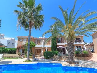 Apartment in Paphos with pool, air con & wifi - Paphos vacation rentals