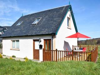 THE MEWS APT, open plan, WiFi, open views, private decking, near Inverness, Ref. 922130 - Contin vacation rentals