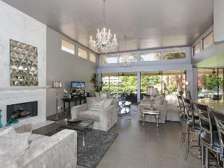 3BR/3.5BA Modern Hollywood Glamour, Sleeps 6 - California Desert vacation rentals