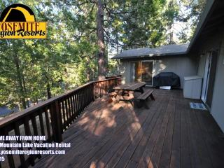 WIFI Slp8 1mi> Popular Marina Beach 25mi> Yosemite - Sierra Village vacation rentals