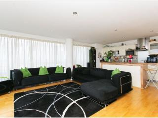 London Heights Excel - London vacation rentals