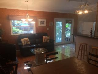 Charming Tropical Hideaway Cottage - Bradenton vacation rentals