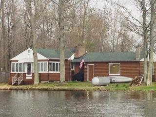 Royal Shores Lakeside Cottage - Stanton vacation rentals