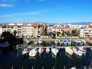 Beautiful apartment in the first line of beach - Empuriabrava vacation rentals