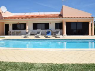 Great Villa with Pool in Albufeira - Albufeira vacation rentals