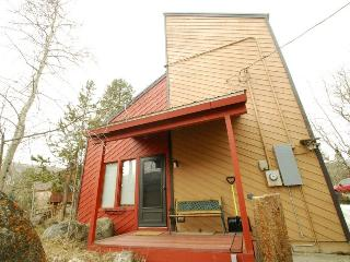 Monte Vista Cabin - PET FRIENDLY, 3 levels, 500 yards to Mountain House base! - Keystone vacation rentals