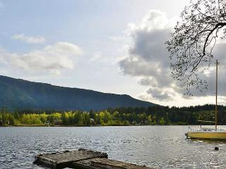 Lake Cowichan 4 Bedroom Home with Private Dock and Hot tub - Vancouver vacation rentals