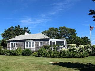ADORABLE, ROMANTIC CONVERTED BOATHOUSE THAT LENDS ITSELF TO CASUAL RELAXATION - Edgartown vacation rentals