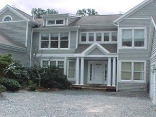 SPACIOUS TOWNHOUSE WITH EXPANSIVE DECK, AIR CONDITIONING AND ACCESS TO ASSOCI - Vineyard Haven vacation rentals