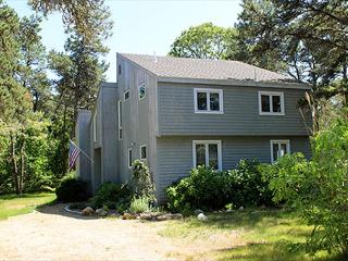 BEACH, THE HARBOR & GREAT SHOPPING/DINING EQUIDISTANT! - Edgartown vacation rentals