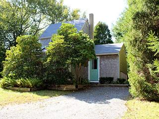 LOVELY COTTAGE CONVENIENTLY LOCATED TO LAMBERT'S COVE BEACH - West Tisbury vacation rentals