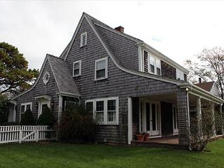 IN-TOWN EDGARTOWN HOME WITHIN WALKING DISTANCE TO TOWN - Edgartown vacation rentals