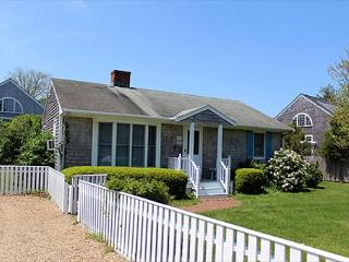 DOWNTOWN EDGARTOWN RETREAT WITH GREAT YARD AND BACK PATIO - Black Sea vacation rentals