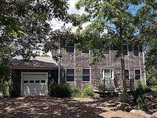 VINEYARD COLONIAL WITH GREAT BACKYARD WHICH INCLUDES A VOLLEYBALL COURT - Edgartown vacation rentals