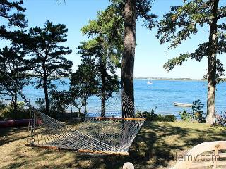 PRIVATE WATERFRONT COTTAGE ON LAKE TASHMOO - Vineyard Haven vacation rentals