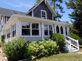 Gracious five bedroom in-town Oak Bluffs victorian - Oak Bluffs vacation rentals